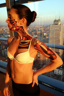 Particolare del body painting  per l'evento a Milano, Diamond Tower, Sky, Discovery Channel, 2015