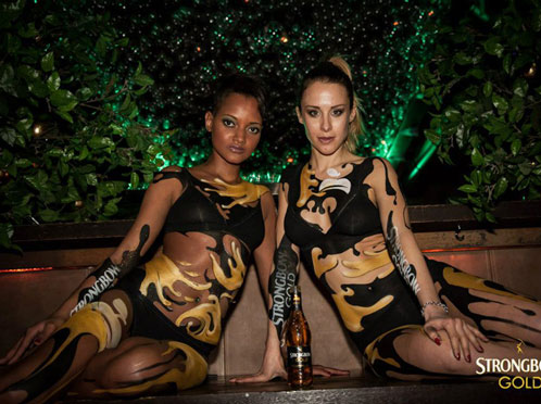 Body painting nero e oro per l'evento Strongbow a Milano nel 2015.